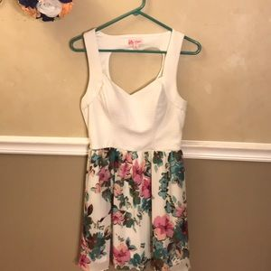 Candie's sweetheart cut-out back floral dress